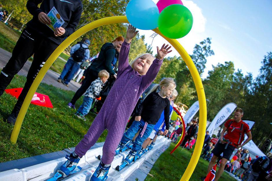 Utebursdag gir mange aktivitetesmuligheter. Her fra Kom deg ut-dagen på Sognsvann høsten 2017 Foto: Sindre Nikolai Aker