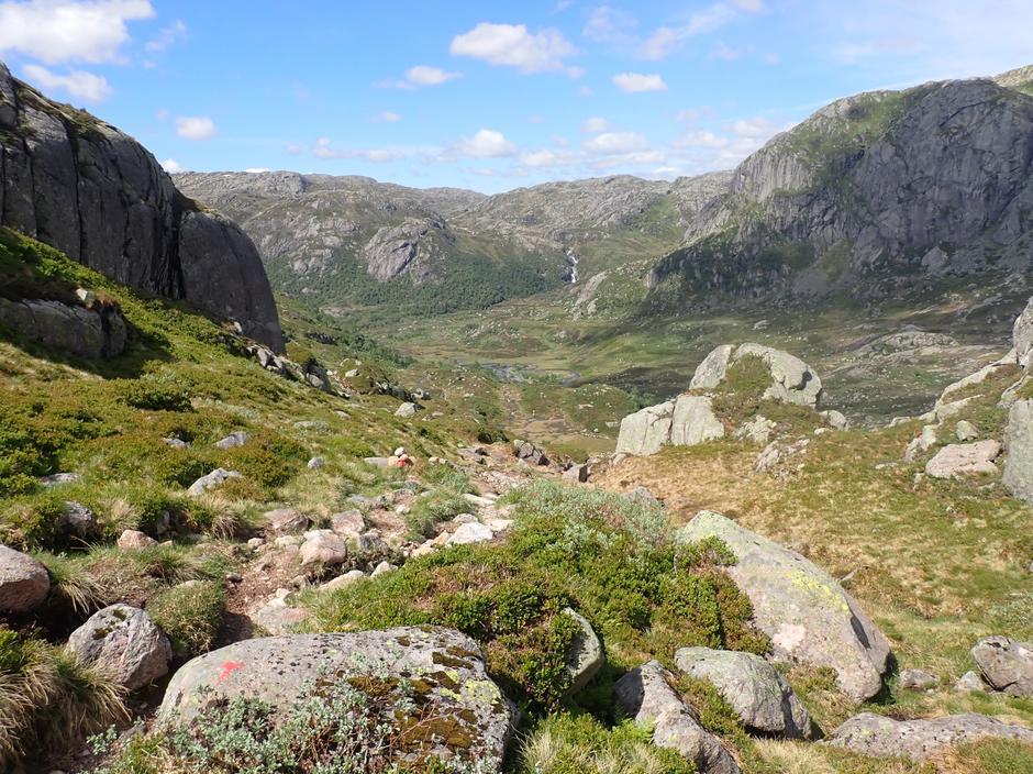 Fine stier ned mot Blåfjellenden.