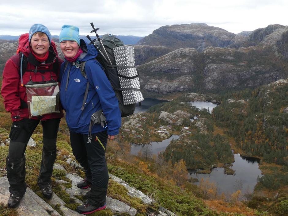 På fjellranten med idylliske Nordkvingesetrene i bakgrunnen.