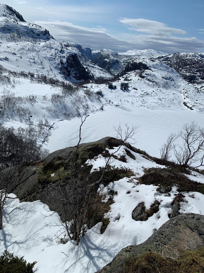 Vinteren har ikke helt sluppet taket på Skåpet.