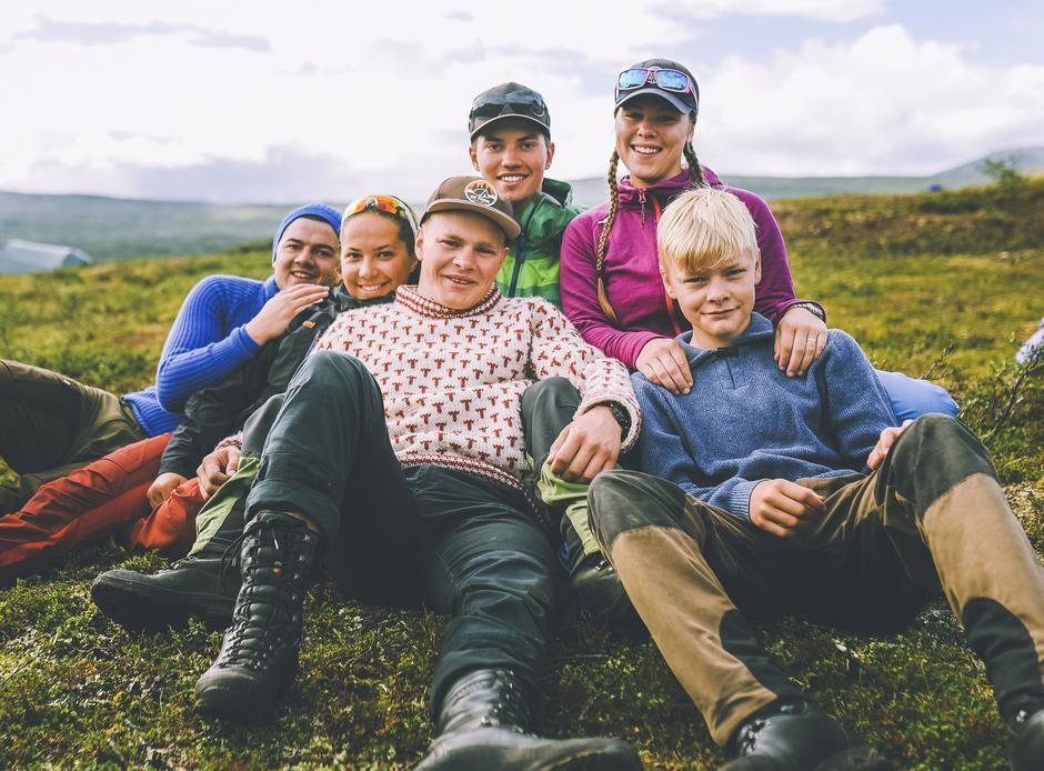 """En gjeng fra DNT ung var med Lars Monsen på NRK-sendingen """"Monsen minutt for minutt"""" i fjor sommer."""