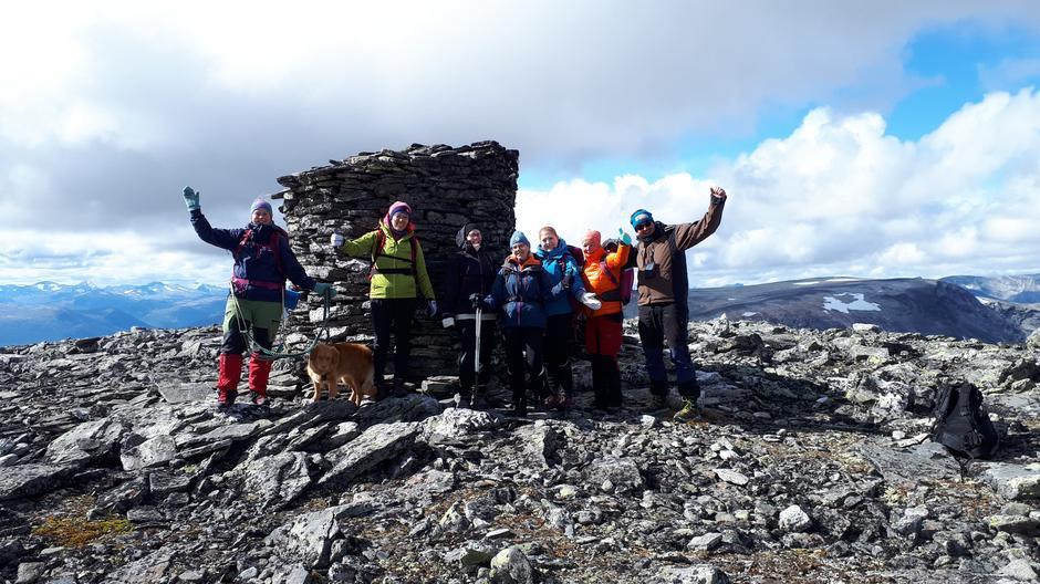Åtte personer og en hund møtte opp for å bli med til Storhøe.