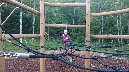 Ordfører Lisbeth Hammer Krog åpner lekeparken på Nedre Gupu