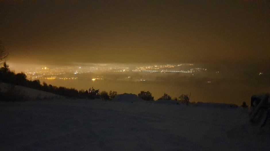 Magisk tur med nysnø, snøtunge trær og litt utsikt mot Lillehammer
