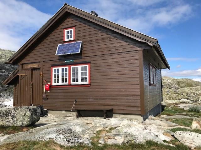 Kaldavasshytta (1260 moh). 2-2,5 timers gange fra Upsete stasjon.