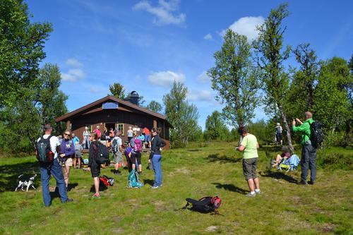 Fornøyde deltakere på fjellmarsj fra Vetåbua til Djupslia