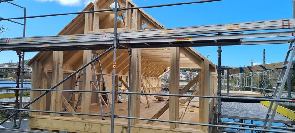 Naust under bygging, 28. april.