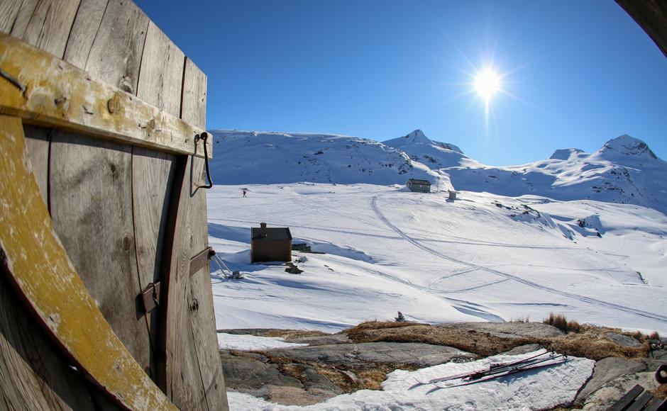 Fra museet i Veltdalen med utsikt til Torsnos og Naushornet.