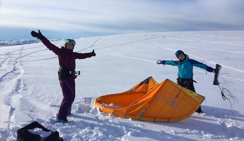 God stemning på fjorårets kitekurs med Tromsø kiteklubb og DNT ung Troms.