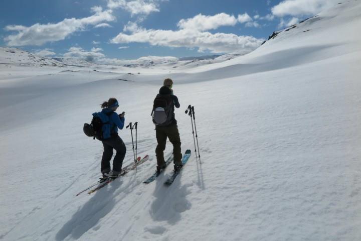 Garantert snø en stund til. Dra til Haukeliseter og en av toppene i området. Her på vei til Kista.