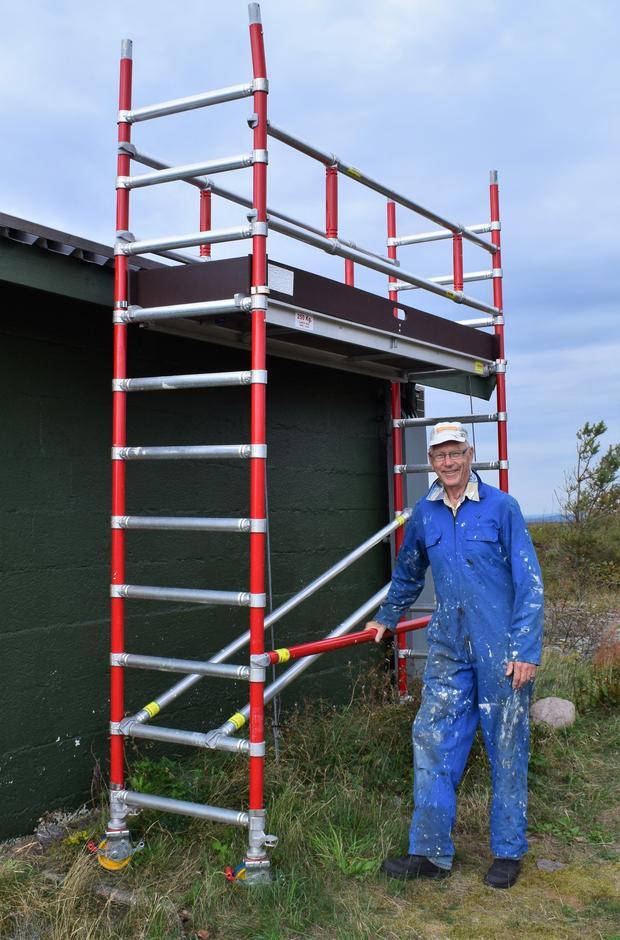 Jan Erik viser frem vårt nye stillas