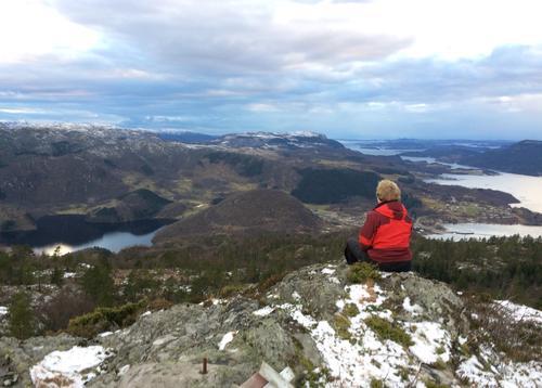 Utsikt frå Heiakodl mot Hjelmeland og Steinslandsvatnet