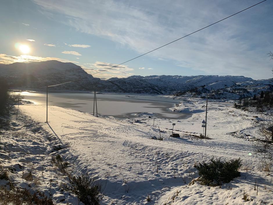 Torsdag 14.11: Hamlagrøvatnet (560-588 moh) i Bergsdalen. Ikke skiføre riktig enda.