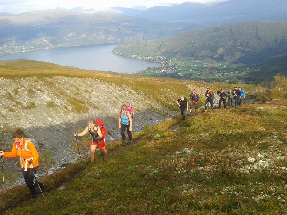 26.09.2016 - So var sesongens siste søndagstur over. 12 stk var med Lars Raae til Storlogpiken og Blåfjellet. Fantastisk flott tur :-)