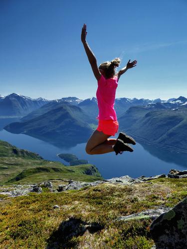 Hoppende glad på Flånebba på Nordmøre