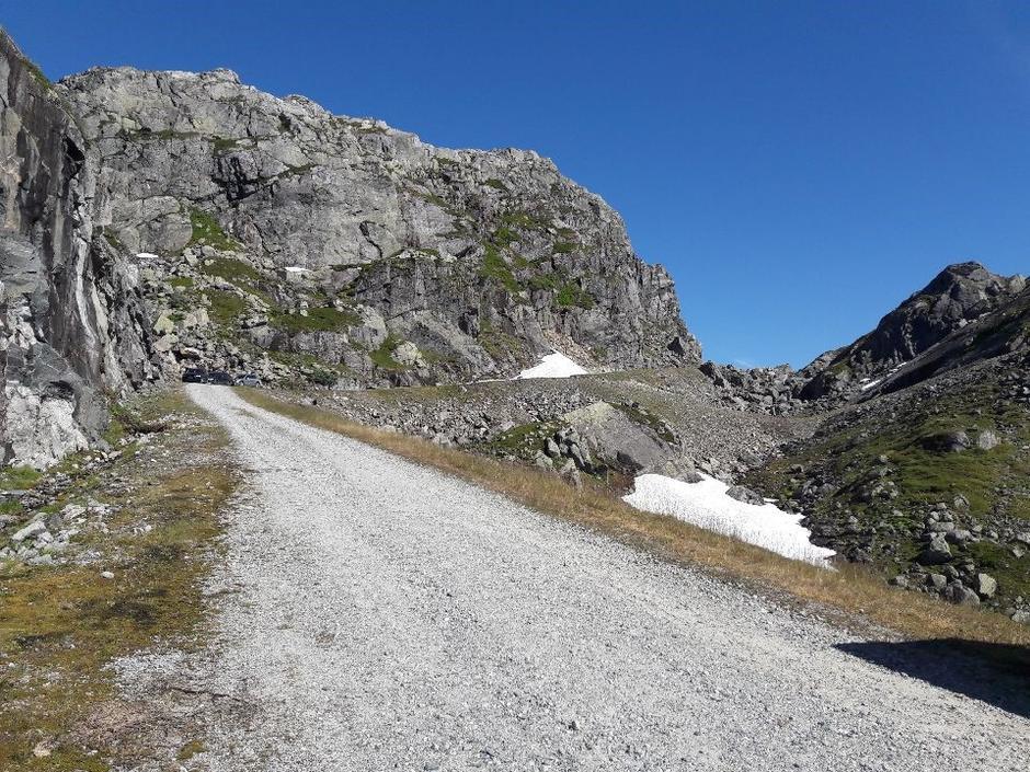 Snøfenner stengte fortsatt veien til Skreivass nord for Blåsjø 8 juli. Forventes å smelte bort i løpet av ca 2 uker.