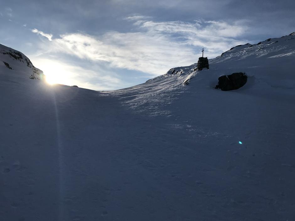 Tirsdag 9.2: Endelig sol over kanten, siste stigning opp mot Redningshytten.