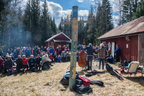 Vi må innrømme at vi liker oss aller best til skogs, så vi håper det skal være mulig å samles på Jensrud 28. april