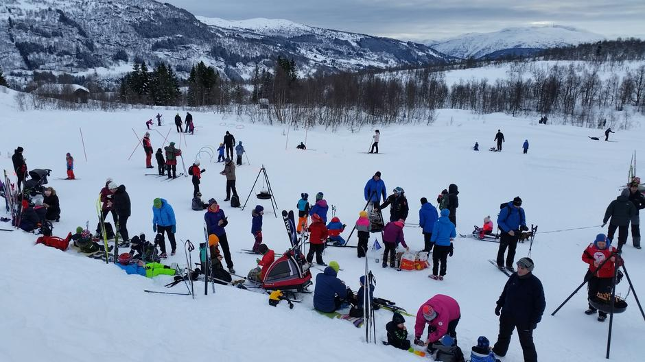 300 tok del i bursdagsfeiringa i Hodlekve, Sogndal