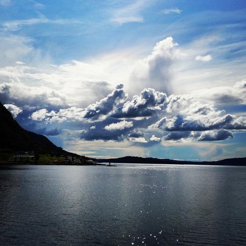 Venter på ferjetur i Masfjorden