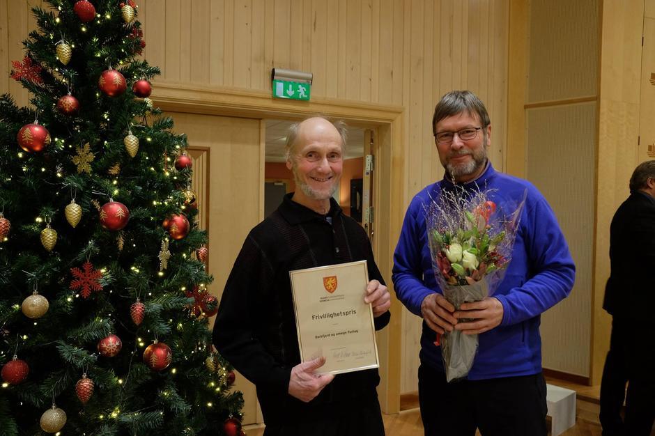 Balsfjord og Omegn Turlag, representert ved leder Helmer Hemmingsen og nestleder Bent Svinnung, mottok Fivillighetsprisen for 2016.