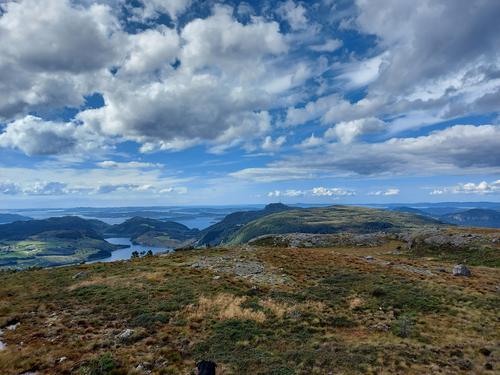 Utsikt mot Lauvåsen frå Ingvaldstadfjellet