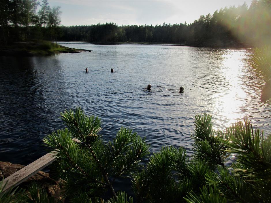 Fire som bader i Engelen.