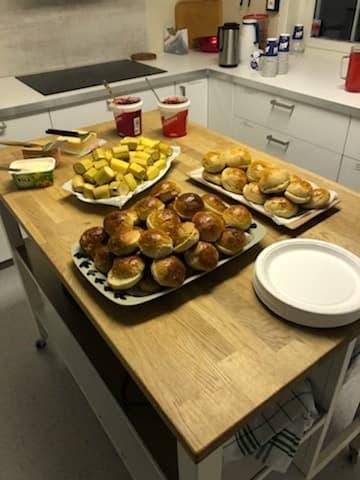Barnas Turlag serverte ferske boller til alle barn etter at arrangementet var gjennomført.