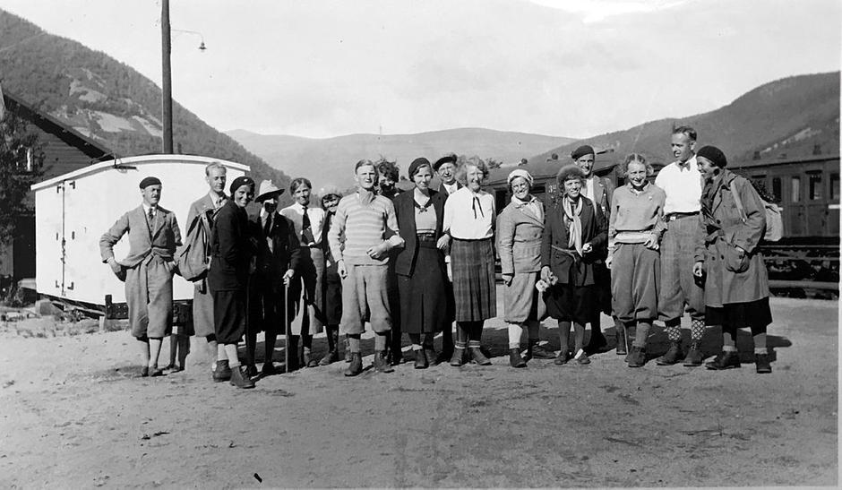 Gjengen samlet etter DNTs aller første fellestur i Rondane i 1932.