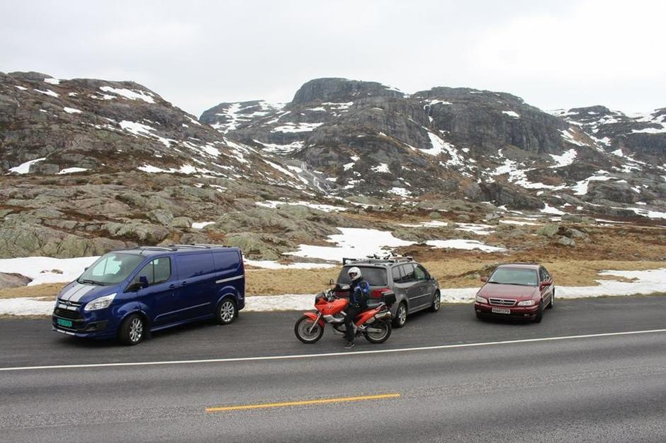 Fra parkeringen ved Lortabu. Ruta inn til Sandvaten ligger bak. Følg sommerløype. Melding om at det er mulig å gå nesten hele veien på ski inn til hytta.