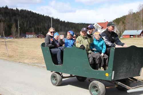 Barnas Turlag Asker på besøk hos Hauger gård