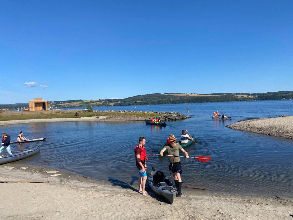 YRENDE LIV: Åtte båter var i aksjon, både kano og sitontop kajakker fikk luftet seg.