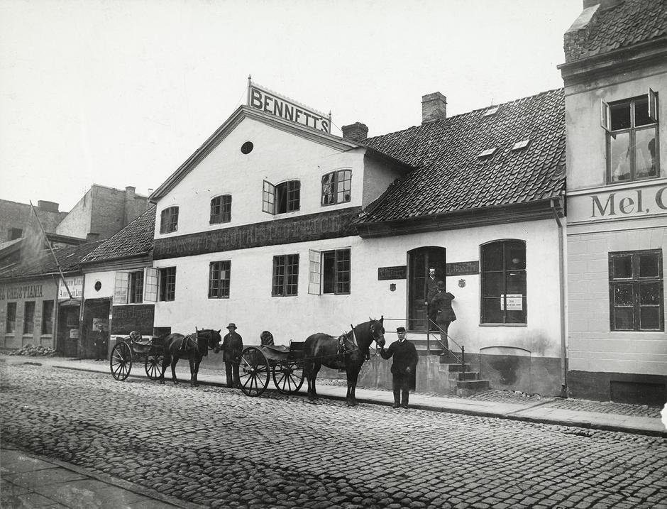 REISEBUREAU: Immigranten Thomas Bennett startet norsk turistnæring i 1850, da han etablerte Bennetts Reisebureau i Christiania. Han var også engelsklærer. En av elevene hans var Thomas J. Heftye.