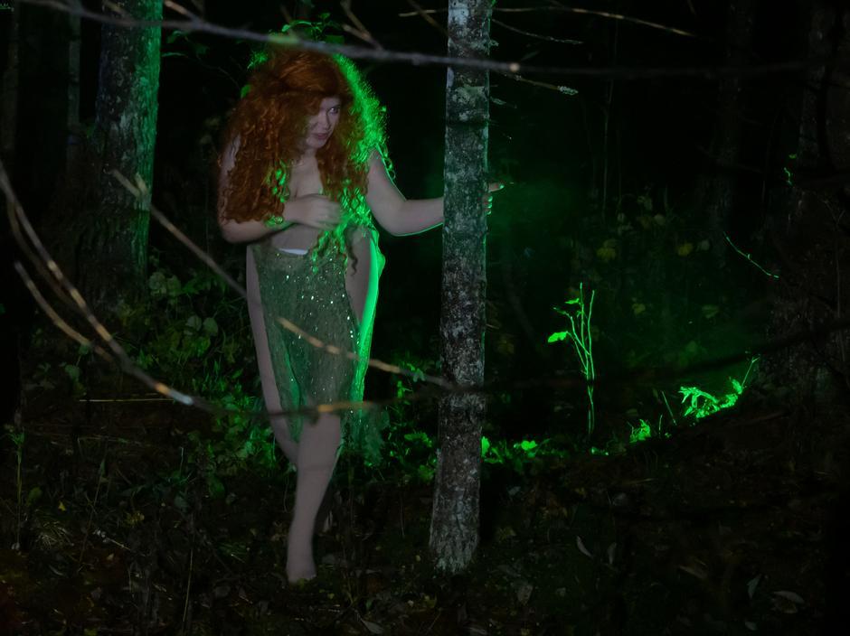 Huldra var også på plass der hun snek seg mellom trærne
