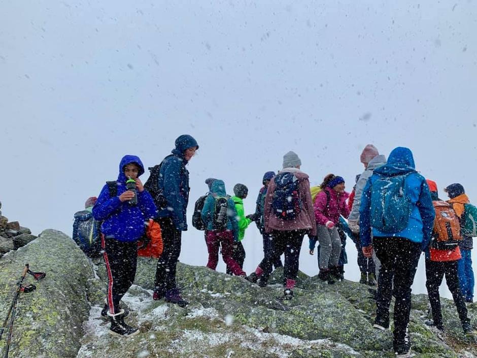 Temperaturen var så som så på toppen av Blåfjellet i Askvoll.