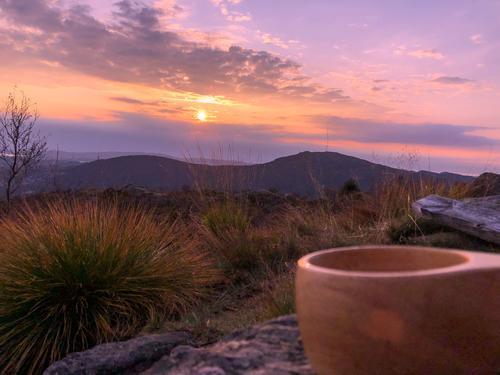 Nyt solnedgangen med kaffikoppen på Landåsfjellet!