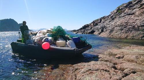Strandrydding med båt