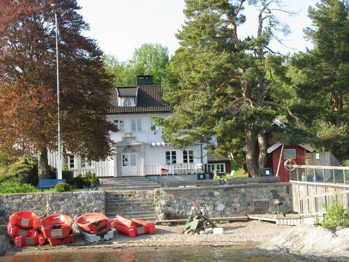 Hovedhuset og stranda på Camp Killingen