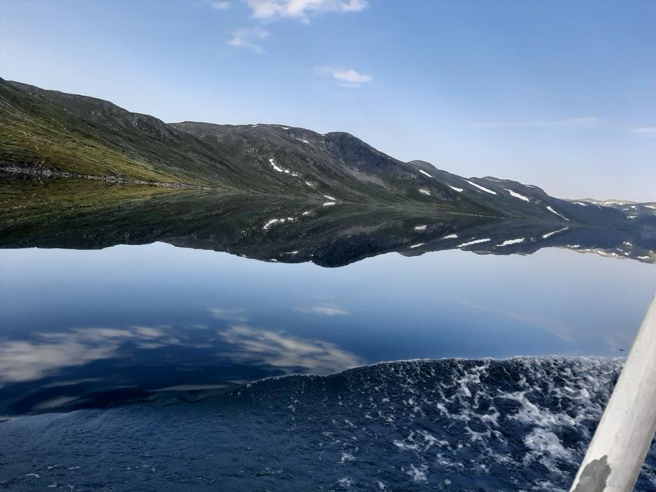 Med båten Bitihorn på veg til Torfinnsbu