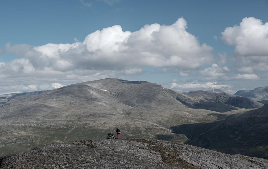 Utsikt inn i Lesjafjellet og Dovrefjell.