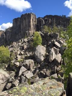 Gygrestolen -bildet er tatt fra foten av fjellet.