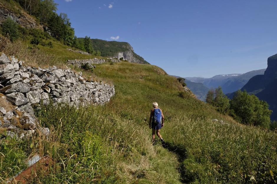Murer for å utnytte plassen på Nedbergo.