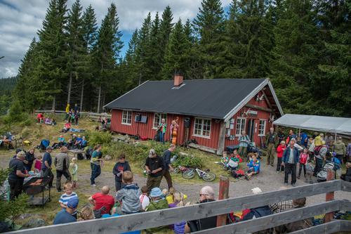 Ved Råsjøstua blir det aktiviteter og underholdning