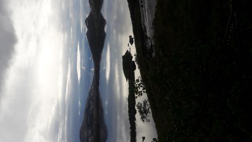 Tinnvann ,Tjeldøya på vei ned fra Helligtind. Magisk lys etter tåke og regn