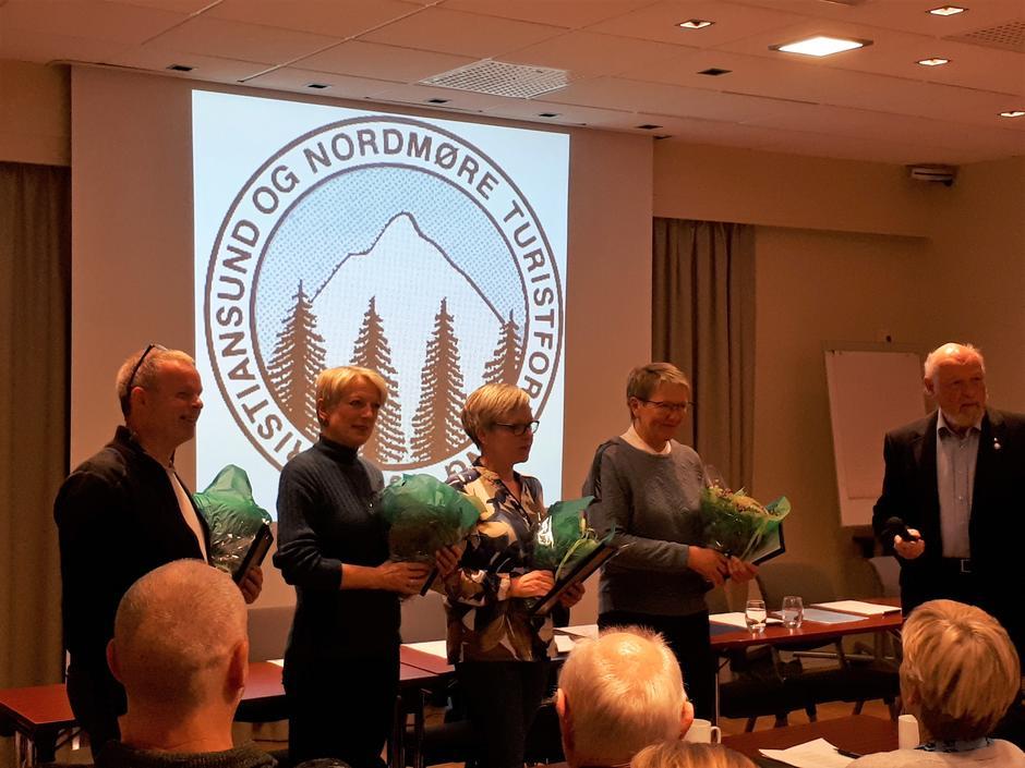Dag Arnesen, Marthe Killingmo, Hege Røe og Kari Storløkken mottar gullkanppen