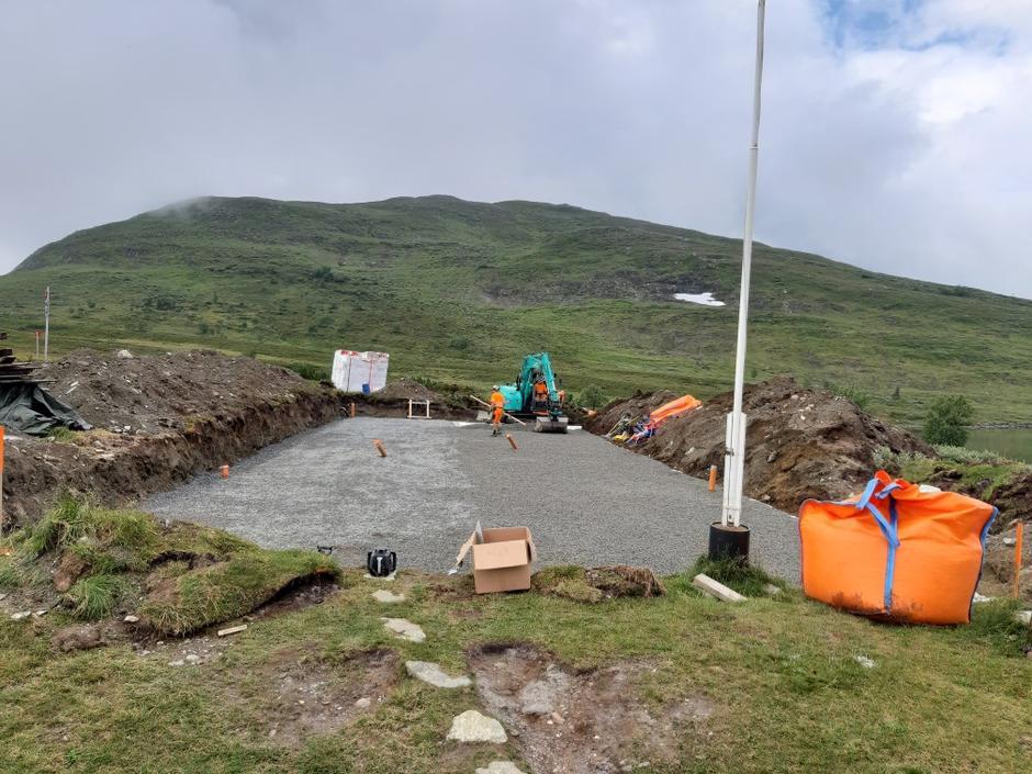Den nye tomta til Ramsjøhytta er nå ferdig utgravd og drenert.