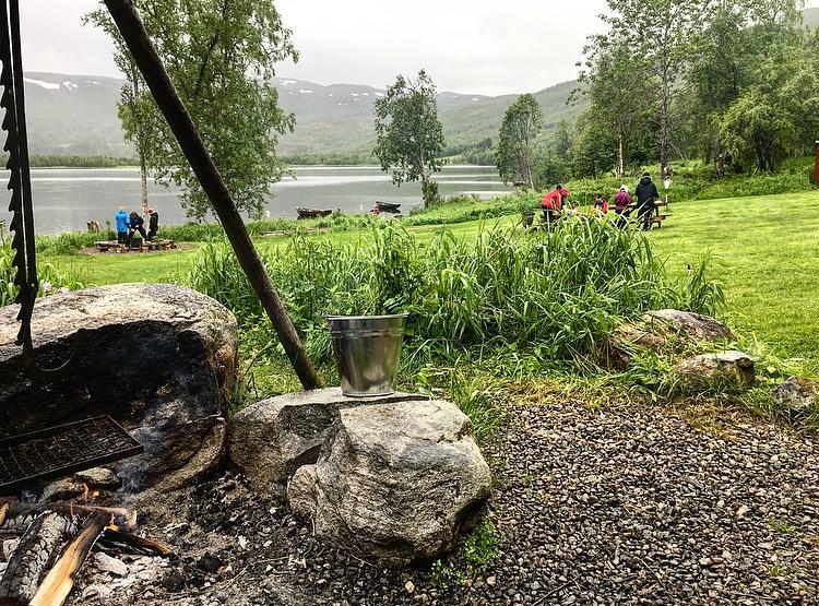 Mye lek og moro når vi besøkte Finnvali Naturpark i Misvær.
