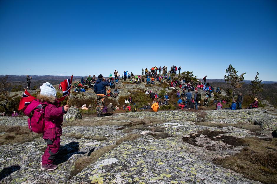 Nesten 300 deltok på støttemarsj til fjelltoppen Svaba i Evje og Hornnes kommune.