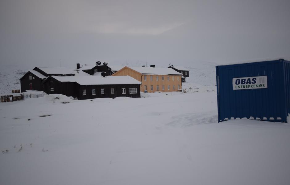Vinteren er kommet til Finse og arbeidene på nye Brebua går mot slutten.
