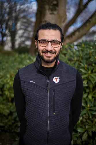 Mucahit er født og oppvokst i Tyrkia. Han kom til Norge i desember 2019. Glad i sykkelturer og bålsamtaler.
